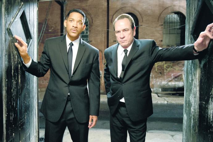 """ויל סמית, טומי לי ג'ונס, """"גברים בשחור"""""""