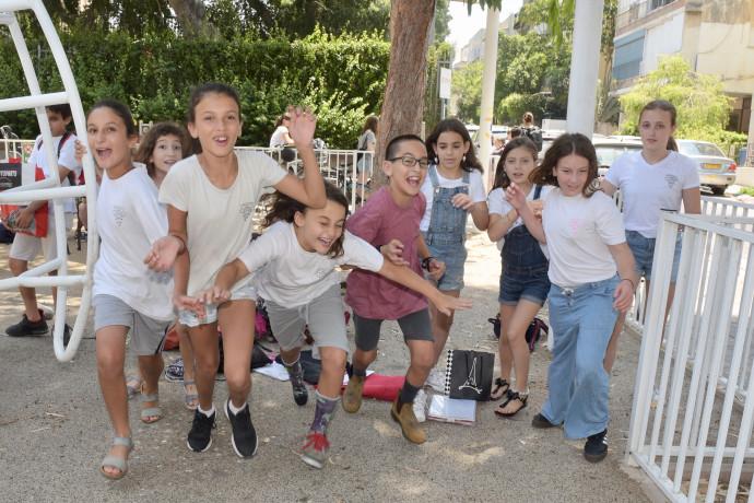 תלמידי בית הספר גבריאלי בתל אביב יוצאים לחופש