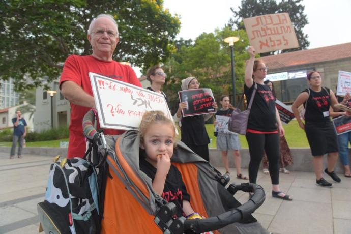 מחאת ההורים נגד מקרי ההתעללויות בפעוטות