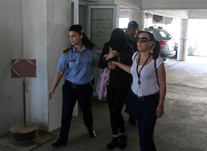 הצעירה הבריטית מובאת לבית המשפט בקפריסין