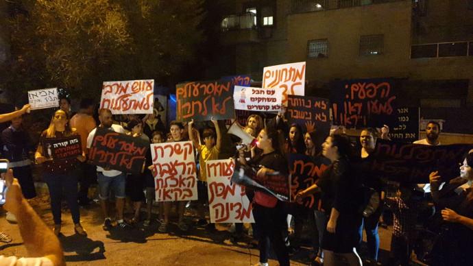 הפגנה נגד שחרור כרמל מעודה למעצר בית