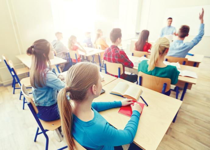 תלמידים יושבים בכיתה בבית ספר, אילוסטרציה (למצולמים אין קשר לנאמר בכתבה)