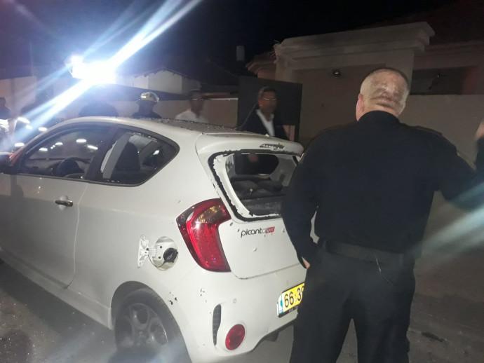 רכב שנפגע מרסיסי רקטה בשדרות