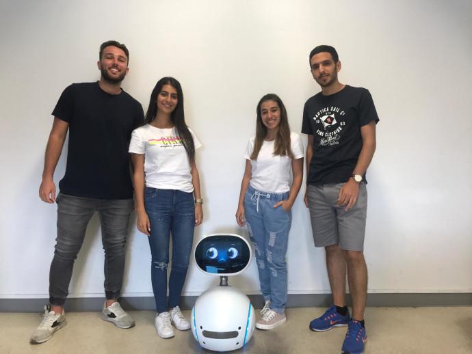 הרובוט שמזהה רגשות והסטודנטים שפיתחו אותו