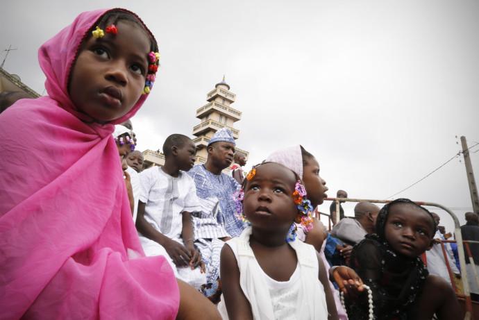 ילדות בחוף השנהב
