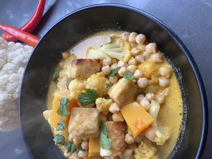 קארי מסאלה עם ירקות וטופו
