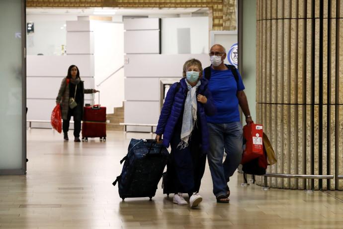 """טרמינל 3 בנתב""""ג בצל הקורונה (למצולמים אין קשר לכתבה)"""