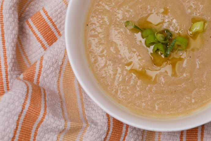 מרק קרם כרובית וכרישה