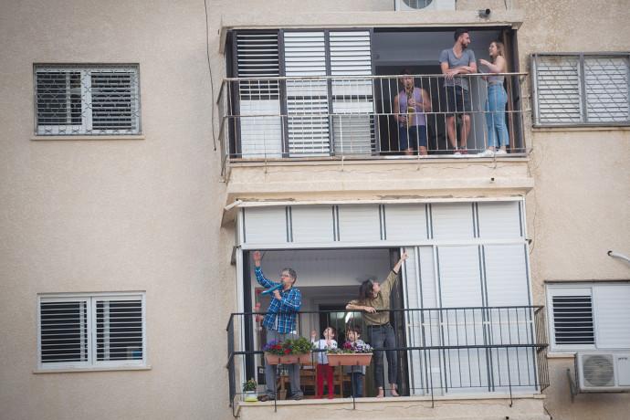 קורונה בישראל: מפגשי מרפסות
