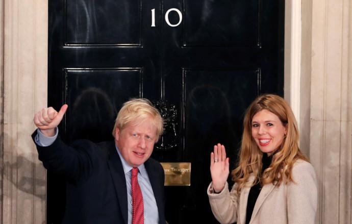 ראש ממשלת בריטניה בוריס ג׳ונסון ורעייתו קארי סימונדס