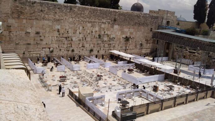 הכשרת רחבת הכותל המערבי למתפללים בצל מגבלות הקורונה