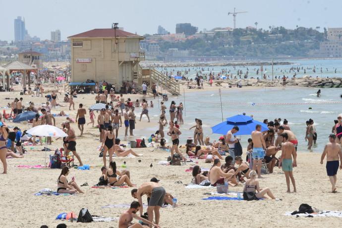 חוף הים בתל אביב בצל שגרת הקורונה