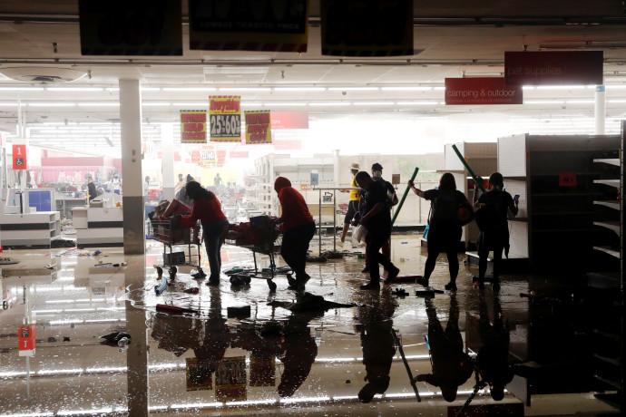 """מהומות בארה""""ב: ביזה במיניאפוליס"""