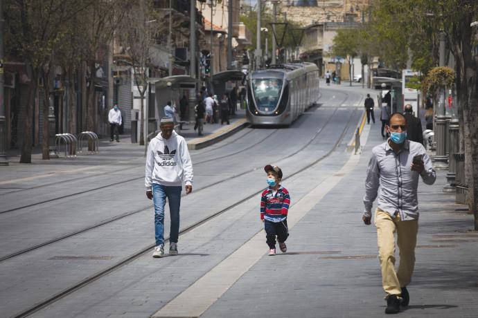 אנשים ברחובות ירושלים