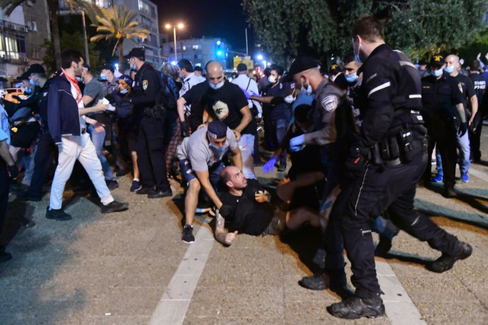 """מעצרים בהפגנת השמאל נגד הסיפוח בכיכר רבין בת""""א"""