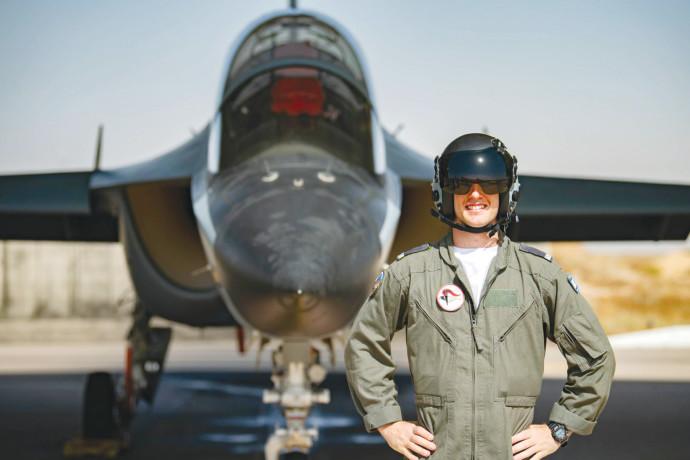 סגן ד' יסיים קורס טיס מספר 180