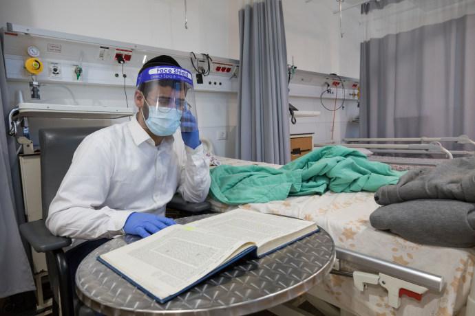 מחלקת קורונה בבית החולים מעייני הישועה, ארכיון (למצולמים אין קשר לנאמר בכתבה)