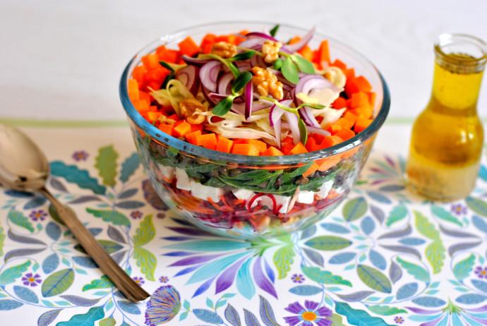 סלט ירקות, דגנים וגבינה