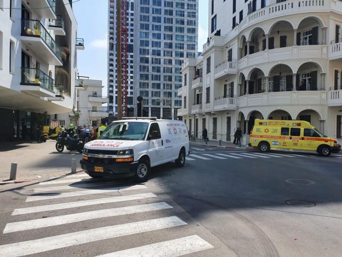 """אמבולנס מד""""א ביום ניידת טיפול נמרץ תל אביב רחוב הירקון"""