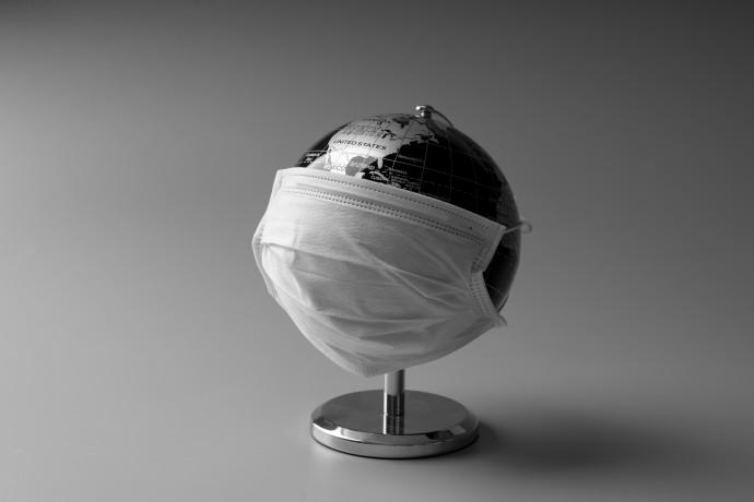 עולם עם מסכה גלובוס עולמי קורונה מסיכה