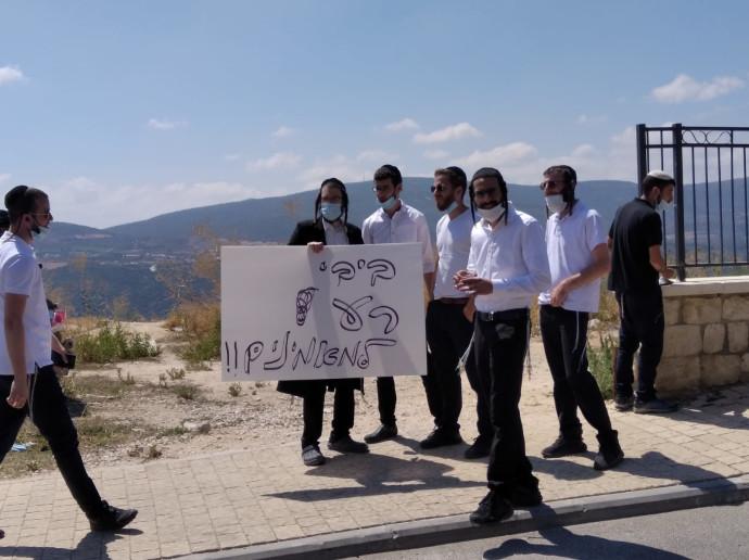 ההפגנה מול המלון בצפת בו שוהה ראש הממשלה