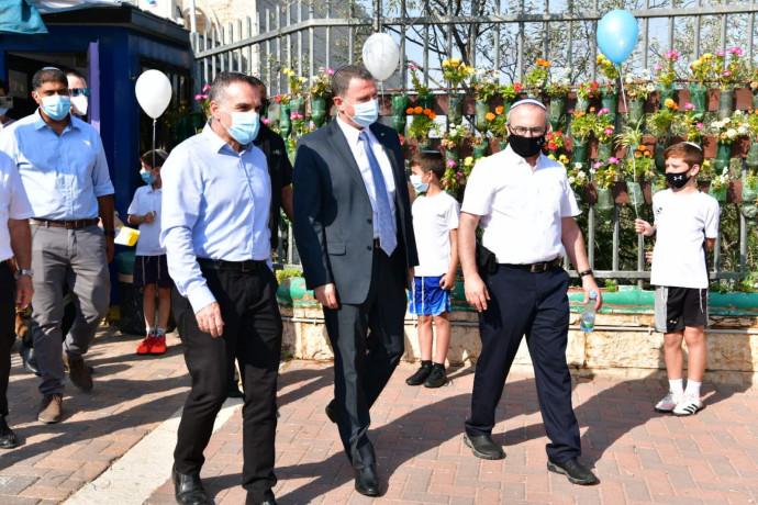שר הבריאות אדלשטיין בסיור בתי ספר באפרת וגוש עציון