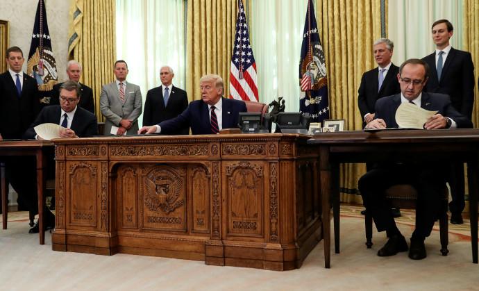 טראמפ חותם על ההסכם עם מנהיגי סרביה וקוסובו