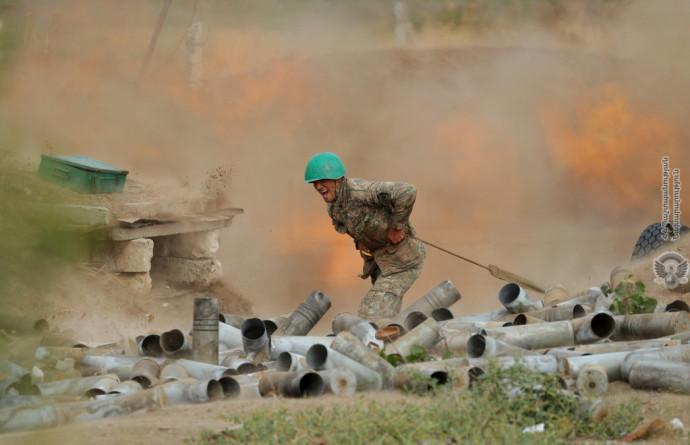 חייל ארמני בלחימה מול אזרבייג'ן