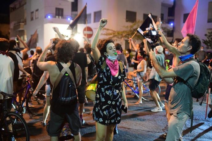מפגינים נגד הגבלת ההפגנות בתל אביב