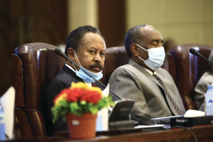 ראש ממשלת סודאן, עבדאללה חמדוכ (משמאל)