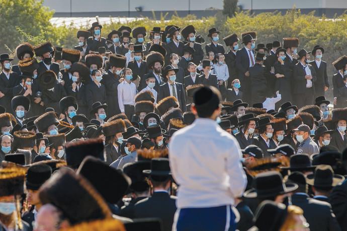 המון חרדי בהלוויה באשדוד