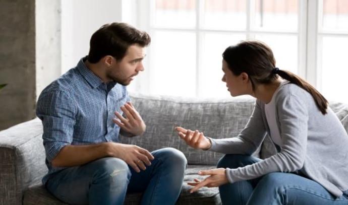 בני זוג מתווכחים