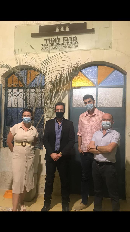 צוות מרכז לאודר עם שר הרווחה