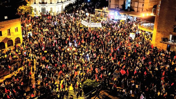 מפגינים בכיכר ציון בירושלים