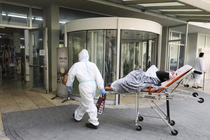 חולה קורונה בכניסה לבית חולים