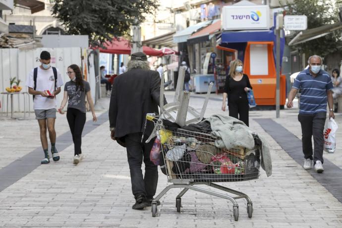 אדם עני בירושלים (למצולמים אין קשר לכתבה)