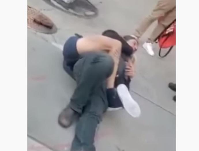 בריאן קמסלי ריתק את החוטף אל הרצפה