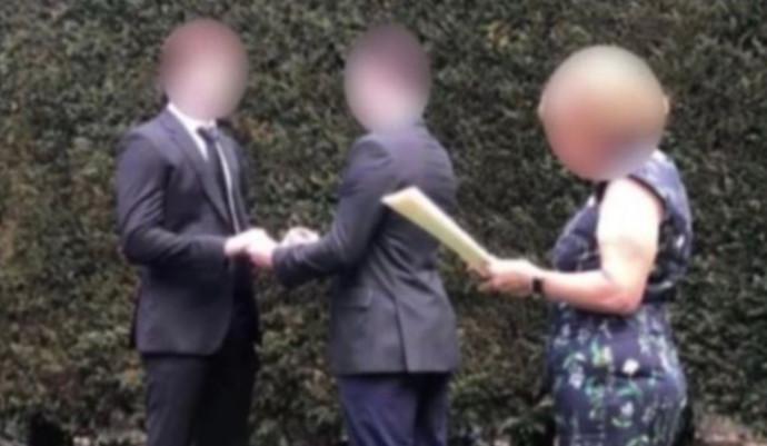 טקס החתונה המזויף של זוג החברים מאוסטרליה
