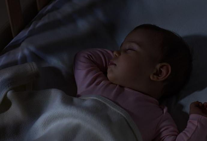 תינוקת ישנה, אילוסטרציה