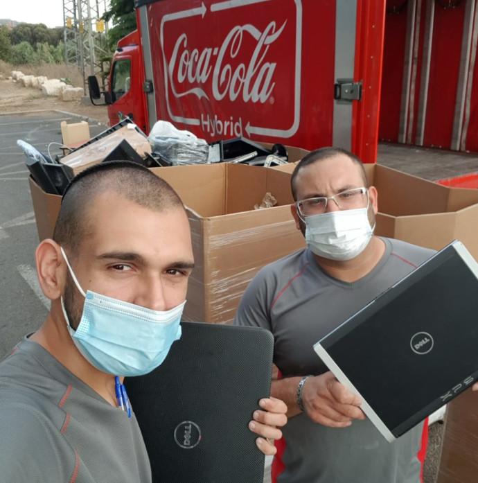 קוקה-קולה תחלק מחשבים