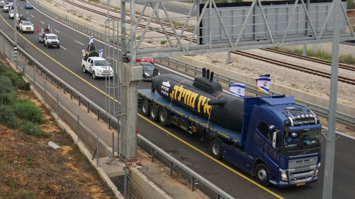 שיירת צוללות בדרך לירושלים