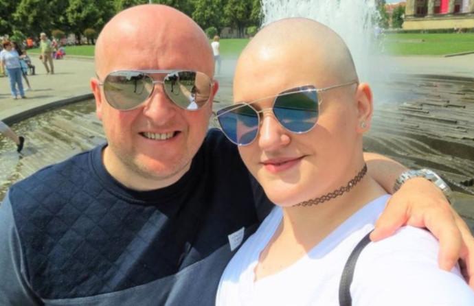 טוני סטנדן, הצעירה שזייפה סרטן, ובן זוגה