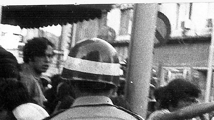 נגד כוחות המשטרה