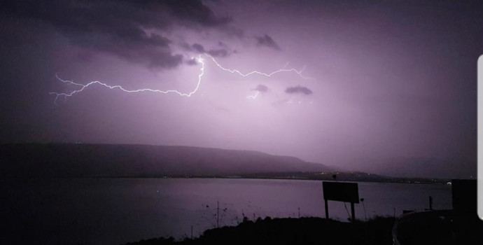 סופת ברקים בשמי הכנרת