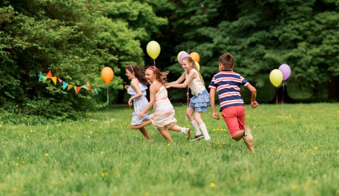 ילדים משחקים בגינה, אילוסטרציה