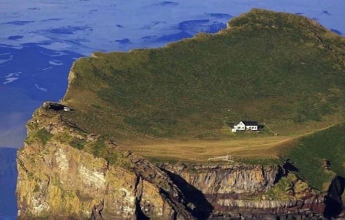 """""""הבית הבודד ביותר בעולם"""""""