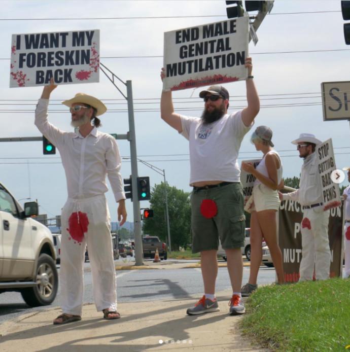 פעילי מחאה נגד ברית מילה