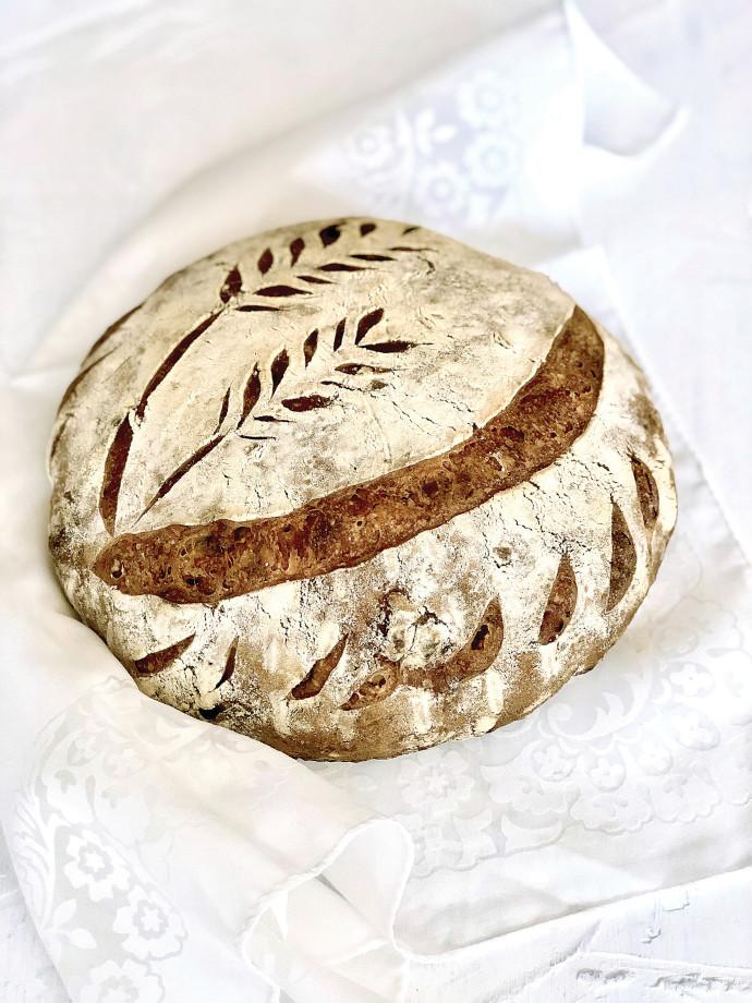 ציור על לחם מחמצת