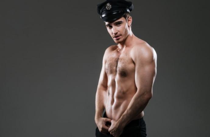 חשפן מחופש לשוטר