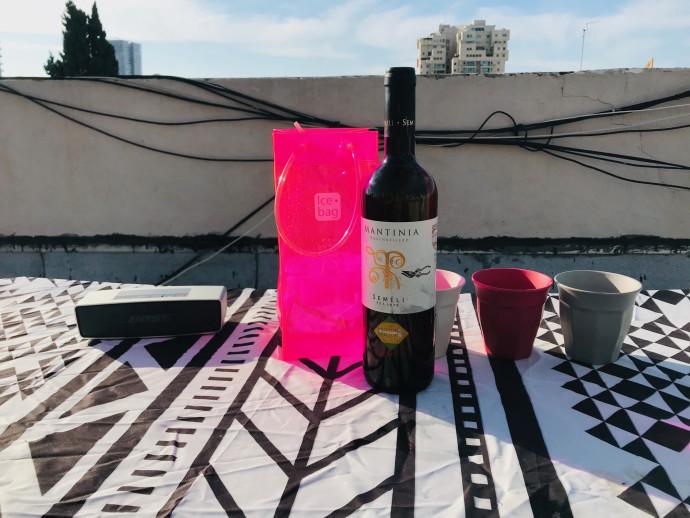 יין לבן על הגג